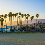 Sonnenuntergang am endlosen Strand von Santa Barbara